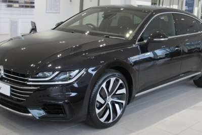 1200px-2017_Volkswagen_Arteon_4MOTION_R-Line_2.0_Front